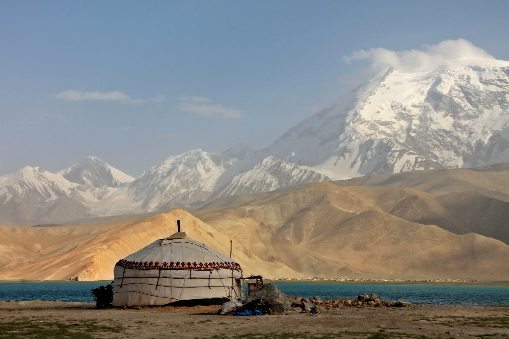 China-Karakul-Lake-Yurt