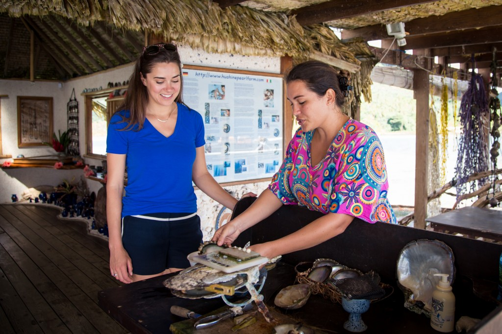 Learning about Black Pearls in Huahine