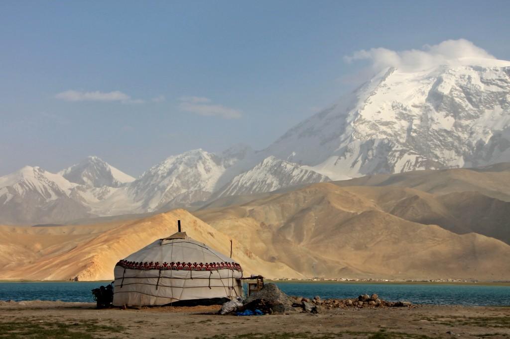 China-Karakul-Lake-Yurt