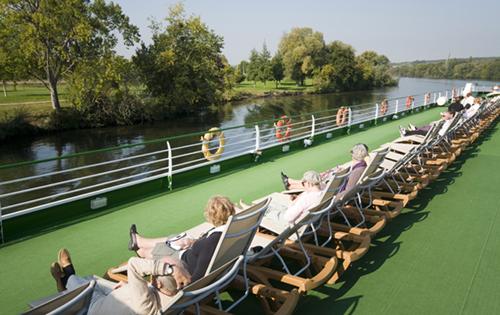 Ambiance-bateau-pont-soleil-47176©CroisiEurope-rs