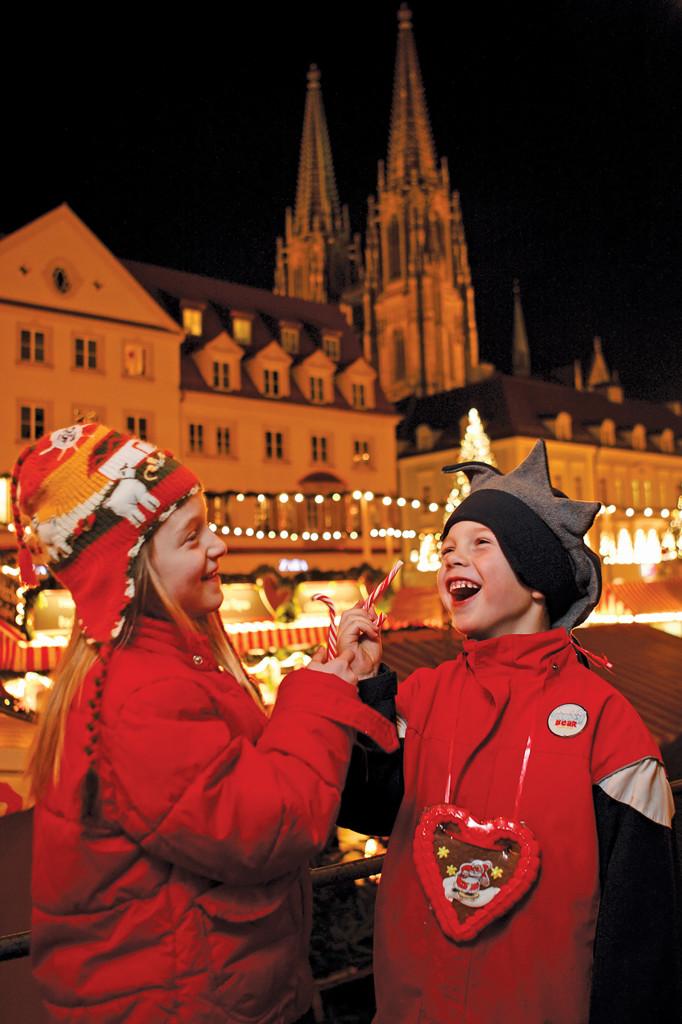 Regensburg - kids at Neupfarrplatz