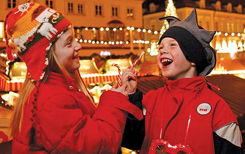Regensburg - kids at Neupfarrplatz_fi