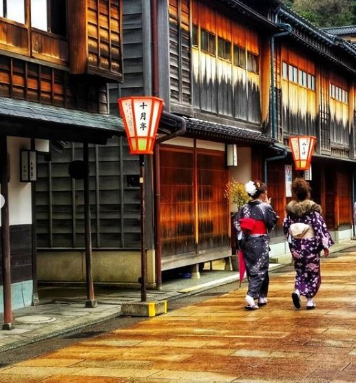 Gion neighborhood in Kyoto, photo credit: @orslnsight